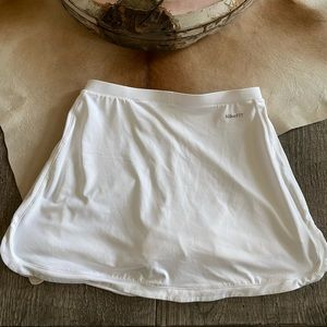 Nike Skirts - Nike FITDRY White Tennis Skirt w/Attached Shorts